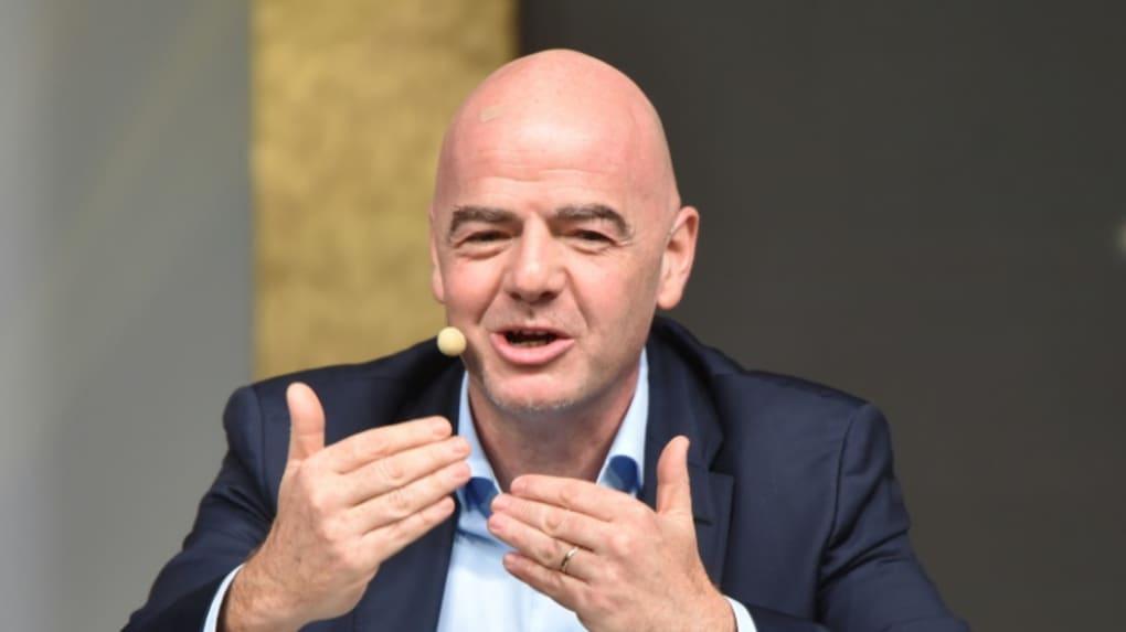 """Coronavirus: """"Personne"""" ne sait quand le foot reprendra, assure le président de la FIFA"""