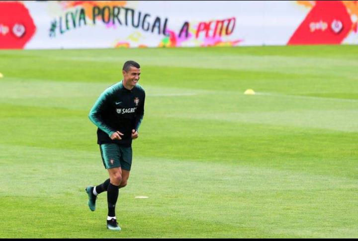 Cristiano Ronaldo s'entraîne au stade de Madère au Portugal