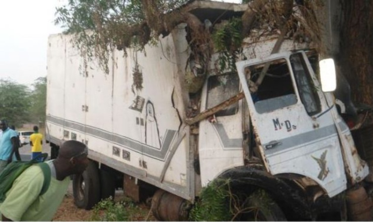 Un camion frigorifique dérape, tue une dame de 70 ans et sa fille