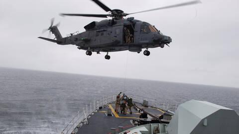 Accident d'un hélicoptère de l'OTAN : mort d'une militaire canadienne, cinq portés disparus