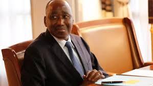 Côte d'Ivoire: le Premier ministre Coulibaly, soigné en France, apparaît dans une vidéo