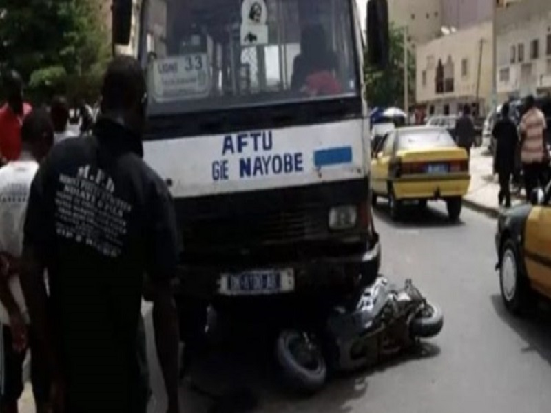 """Accident à Baobab : un bus """"Tata"""" heurte mortellement un scooter et tue une dame"""