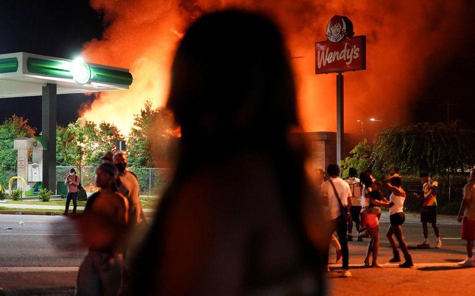 Manifestations à Atlanta après le décès d'un homme noir abattu par la police