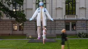 """La pandémie de Covid-19 """"continue de s'accélérer"""" dans le monde, alerte l'OMS"""
