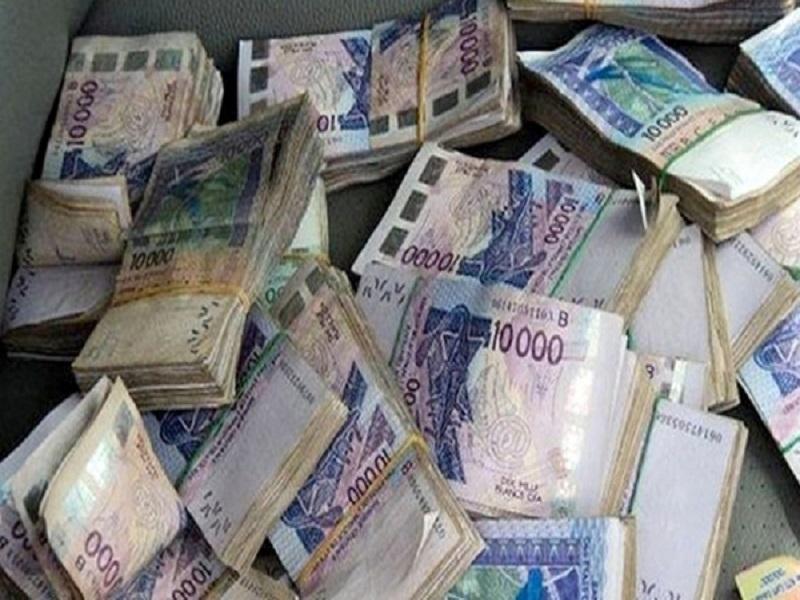 Faux billets de banque : un réseau de trafiquants dirigé par un rappeur démantelé par la Dic