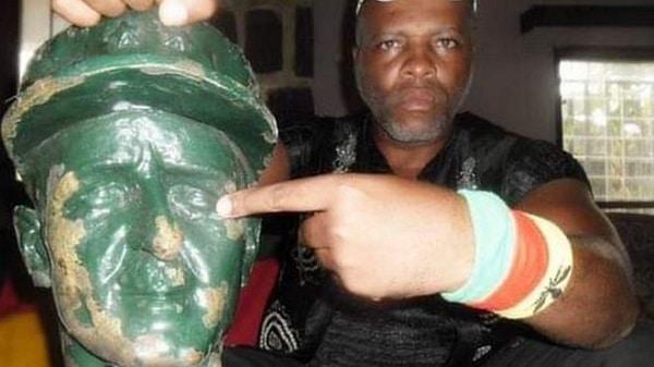 André Blaise Essama: le Camerounais en guerre contre la statue d'un héros de guerre français