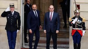 """Passation de pouvoirs : Édouard Philippe """"passe le flambeau"""" à Jean Castex"""