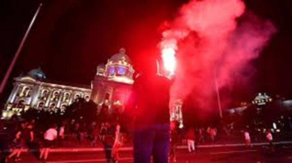 Covid-19 : manifestations tendues après l'annonce d'un couvre-feu en Serbie