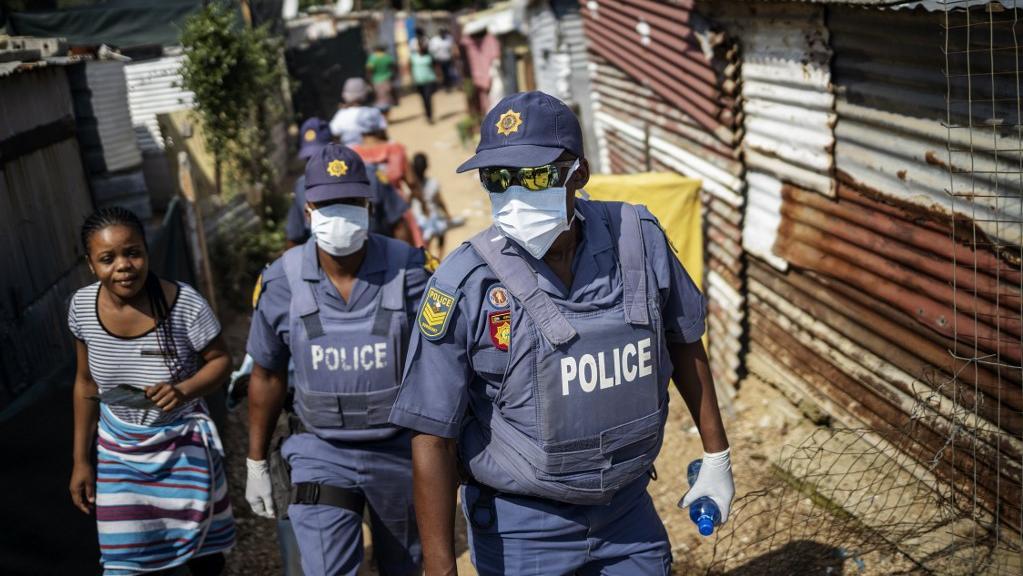 Coronavirus: devant la flambée des cas, l'Afrique du Sud rétablit le couvre-feu sanitaire