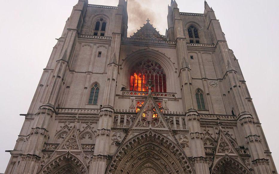 L'incendie à la cathédrale de Nantes est « circonscrit »