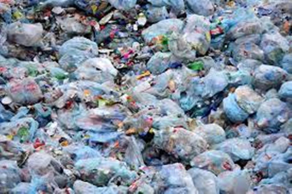Interdiction de Sachets plastiques au Sénégal: les commerçants et industriels mettent en garde le ministre Abdou Karim Sall