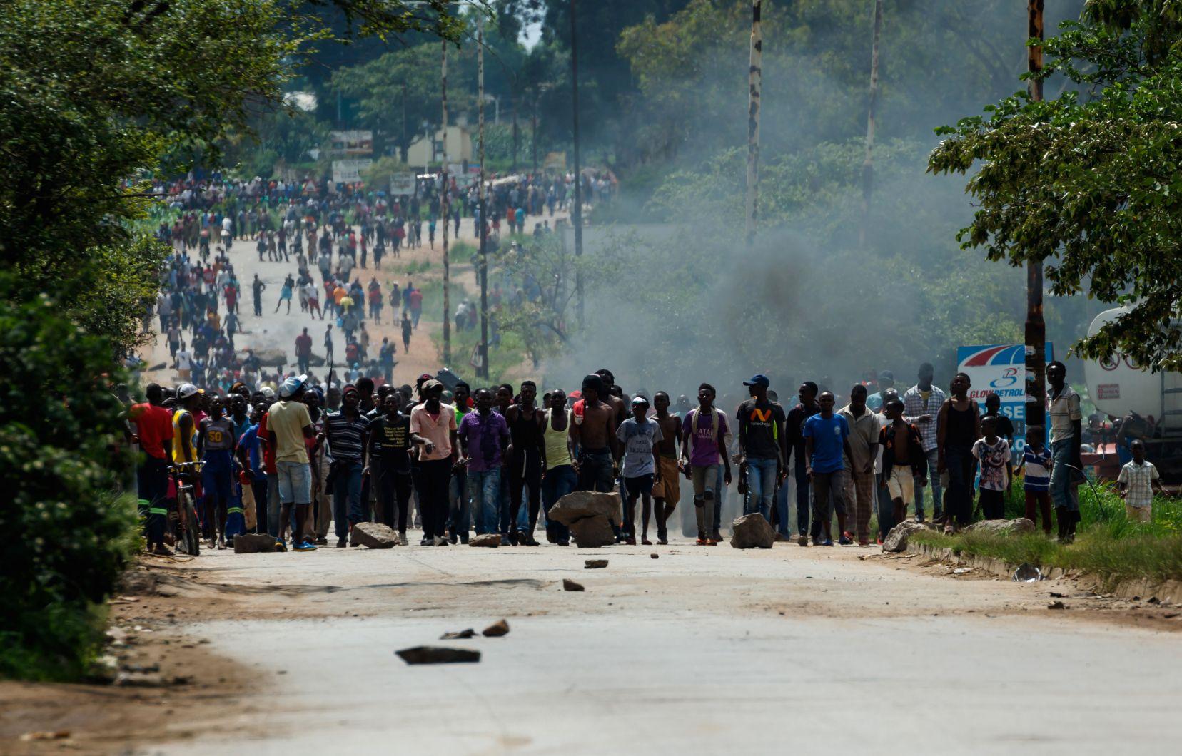 Le Zimbabwe se prépare à un vendredi sous haute tension