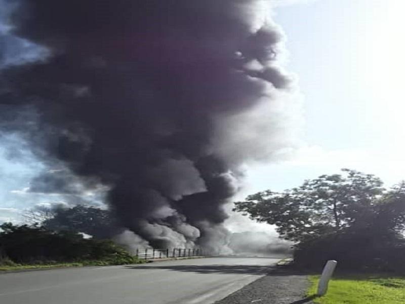 Tambacounda: Un camion transportant 55 000 litres de gasoil tombe dans le fleuve et prend feu, deux passagers portés disparus