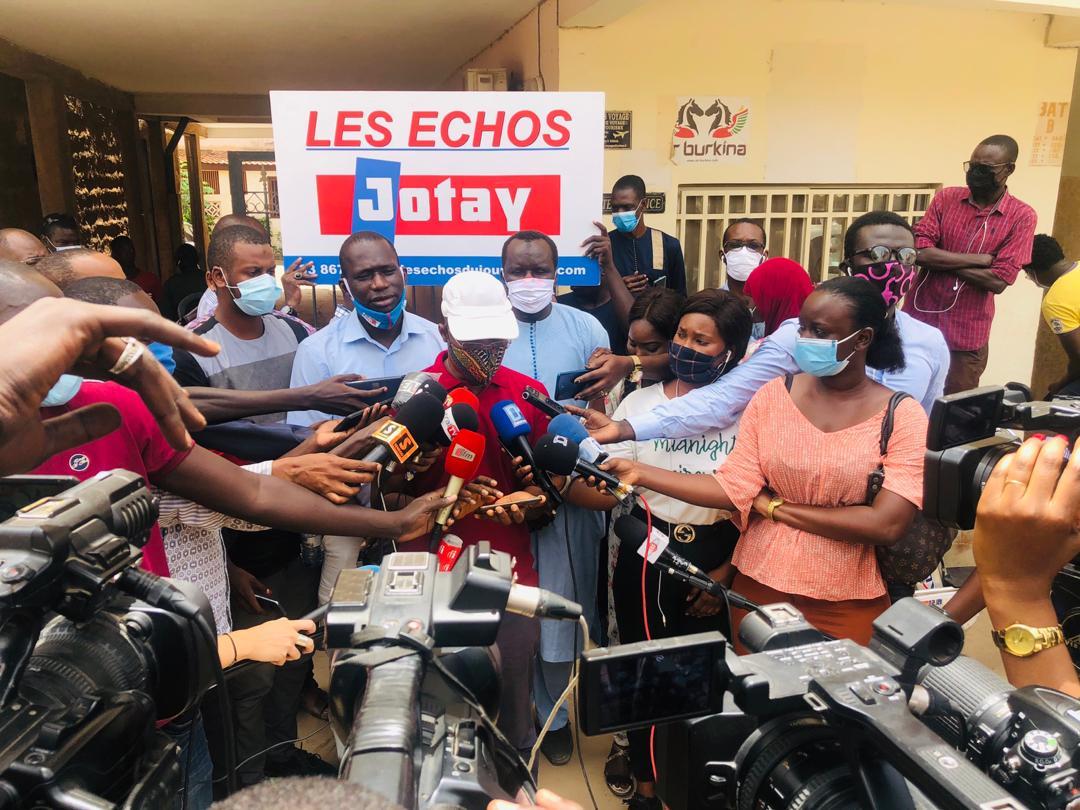 """Devant les locaux de """"Les Echos"""", la CAP s'indigne et interpelle l'Etat sur la sécurité des journalistes"""