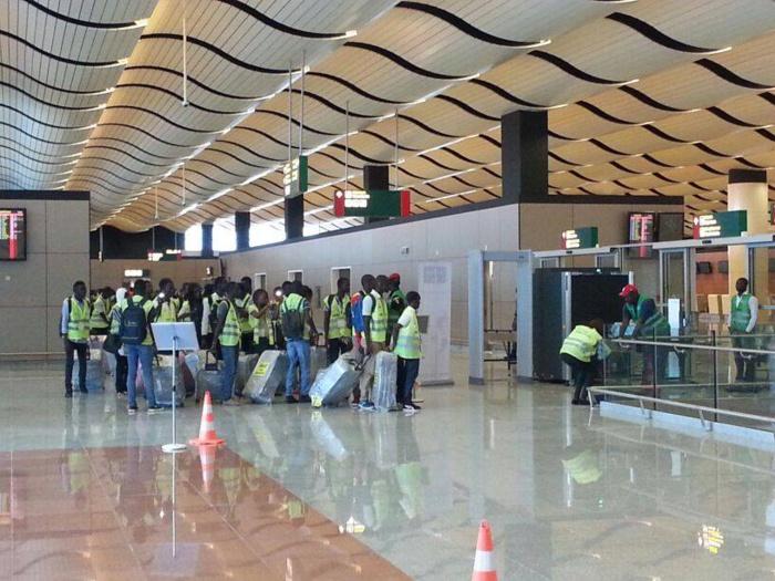 Une cinquantaine de passagers bloqués à l'AIBD pour défaut de test Covid-19