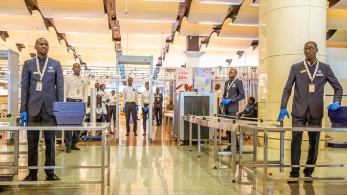 AIBD: Les agents de Téranga Sûreté Aéroportuaire arborent des brassards rouges pour réclamer de meilleures conditions de travail