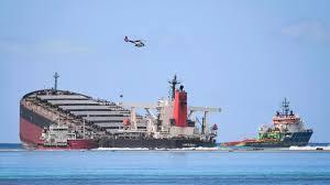 Marée noire à Maurice: la crainte de voir le navire se briser dans les eaux