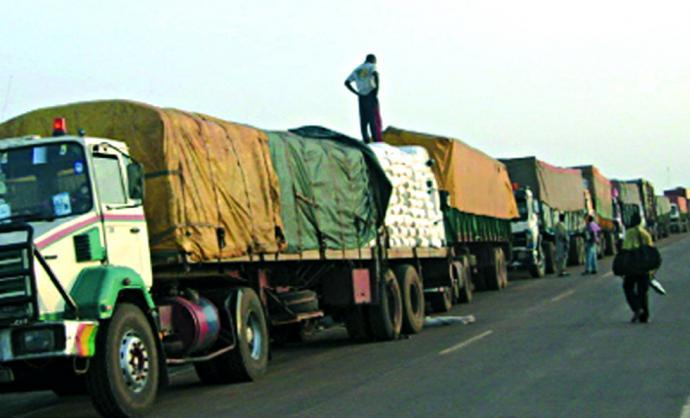 Blocus de la Cedeao: plusieurs camions maliens et sénégalais bloqués à la frontière