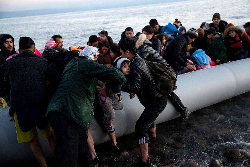 """Expulsions de demandeurs d'asile : la Grèce """"a profité du Covid pour durcir sa politique migratoire"""""""