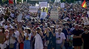 """En Europe, un mouvement anti-masque alimenté par un """"imaginaire anti-système"""""""