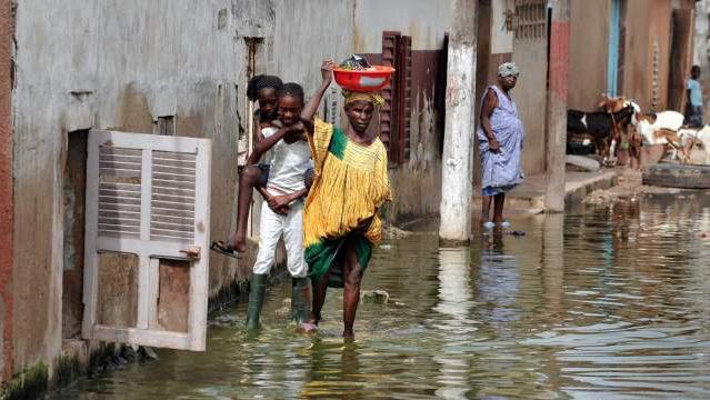 #Inondations - Plus de 200 familles des Parcelles assainies Rufisque 1 de Keur Massar ont abandonné leurs maisons