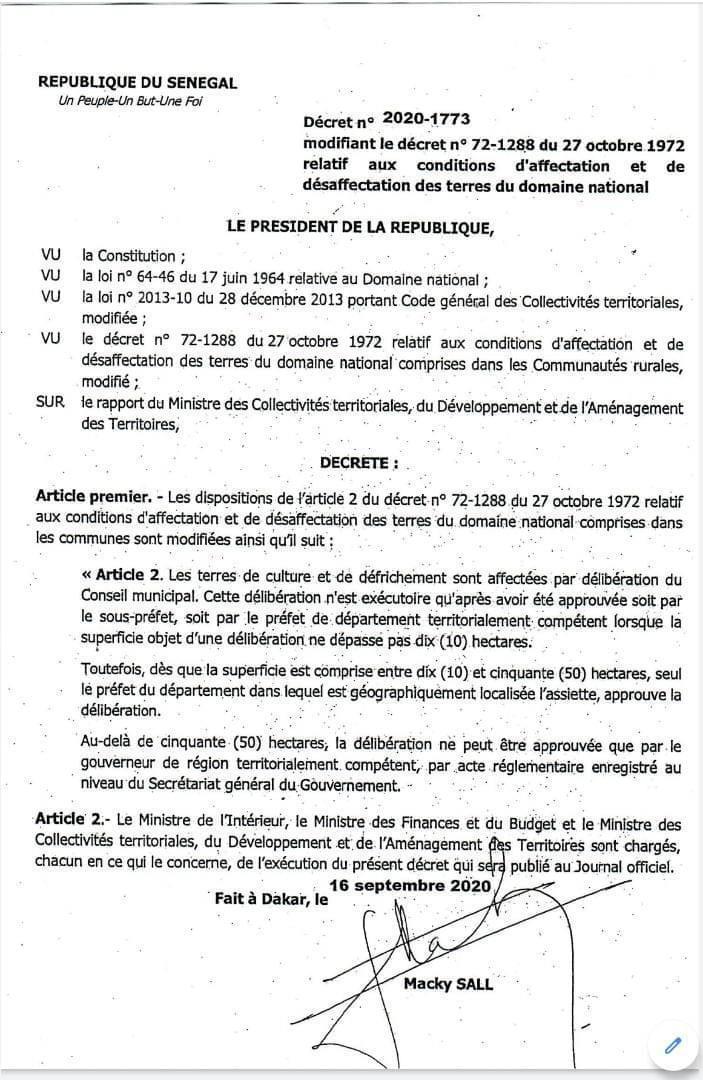 Macky signe la modification du décret portant affectation et désaffectation des terres du Domaine national (Document)