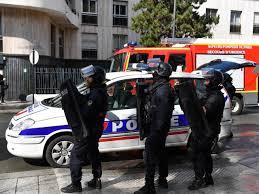 Attaque à l'arme blanche à Paris : plusieurs blessés, le parquet antiterroriste saisi
