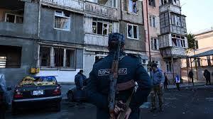 """Haut-Karabakh : la capitale Stepanakert visée par de nouvelles frappes, Gandja """"sous le feu"""""""
