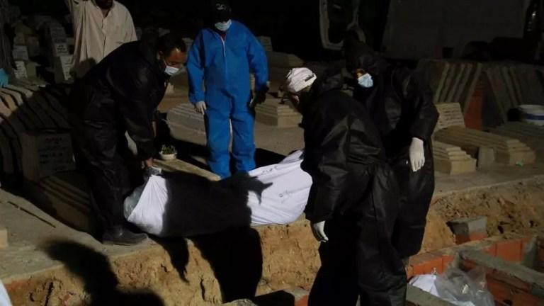 L'autre face hideuse de l'émigration clandestine: Entre fosses communes et incinération des migrants morts