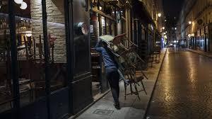 Covid-19 en France: une première nuit sous couvre-feu respectée à Paris