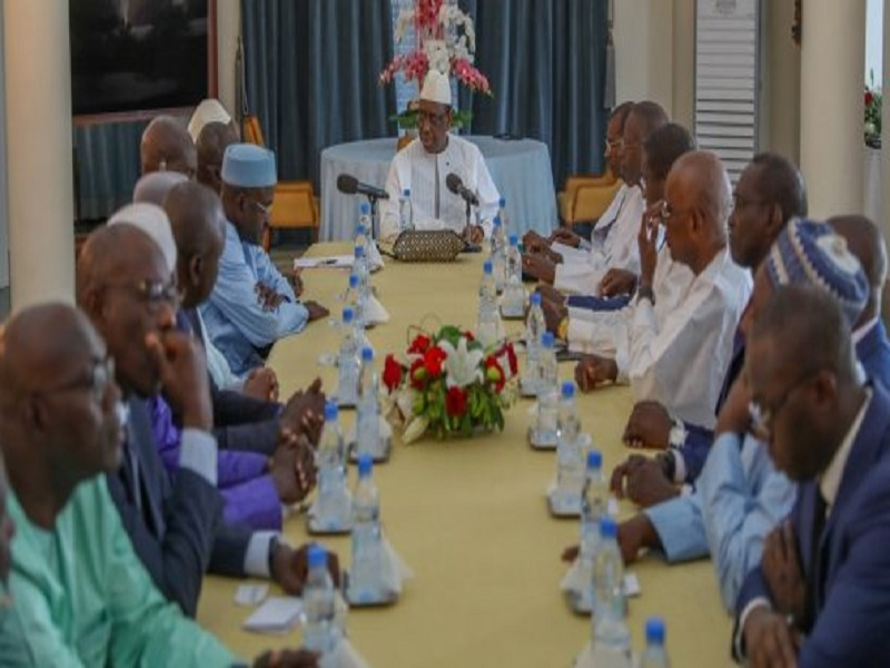 Macky Sall reçoit les députés de la majorité au Palais et évoque ses relations d'amitié avec Cissé Lo