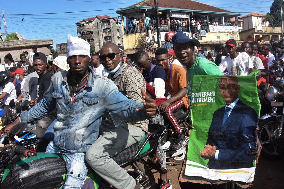 Présidentielle en Guinée: tension autour de la collecte et de la compilation des voix