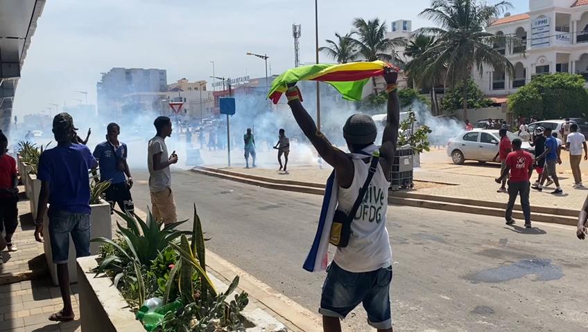 Manifestation des Guinéens de Dakar: des blessés et des véhicules caillassés