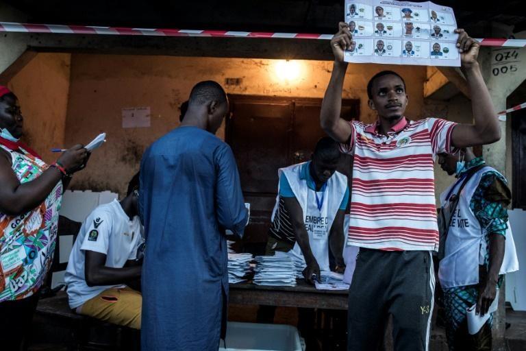 #Guinée - Ce document des commissaires de la CENI sème le doute sur les résultats...