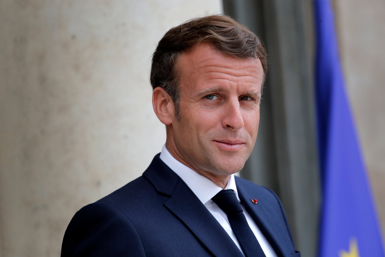 """Emmanuel Macron comprend que les caricatures puissent """"choquer"""" mais dénonce la violence"""