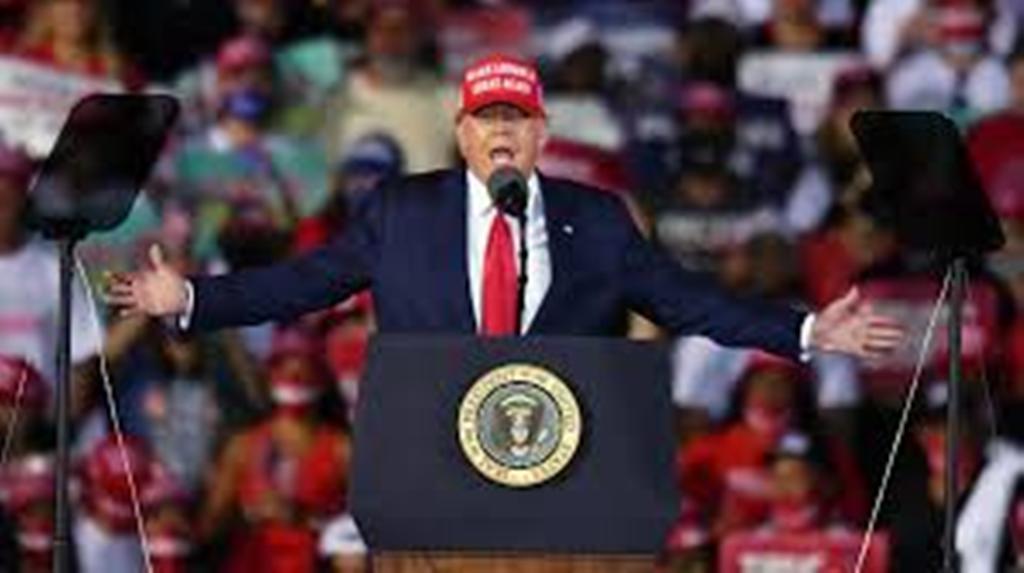 """Donald Trump continue à prédire une """"vague"""" républicaine malgré des sondages défavorables"""