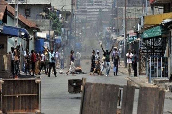 Violences post-électorales en Côte d'Ivoire : Amnesty dénonce « l'usage de machettes et d'armes à feu »