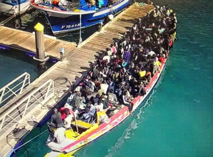 Deux pirogues de migrants sénégalais ont débarqué à Tenerife mardi: plusieurs morts signalés au cours de leur voyage