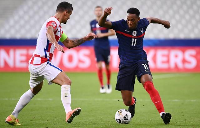 Dejan Lovren face à Anthony Martial lors de France-Croatie, le 8 septembre 2020 au Stade de France. — FRANCK FIFE / AFP