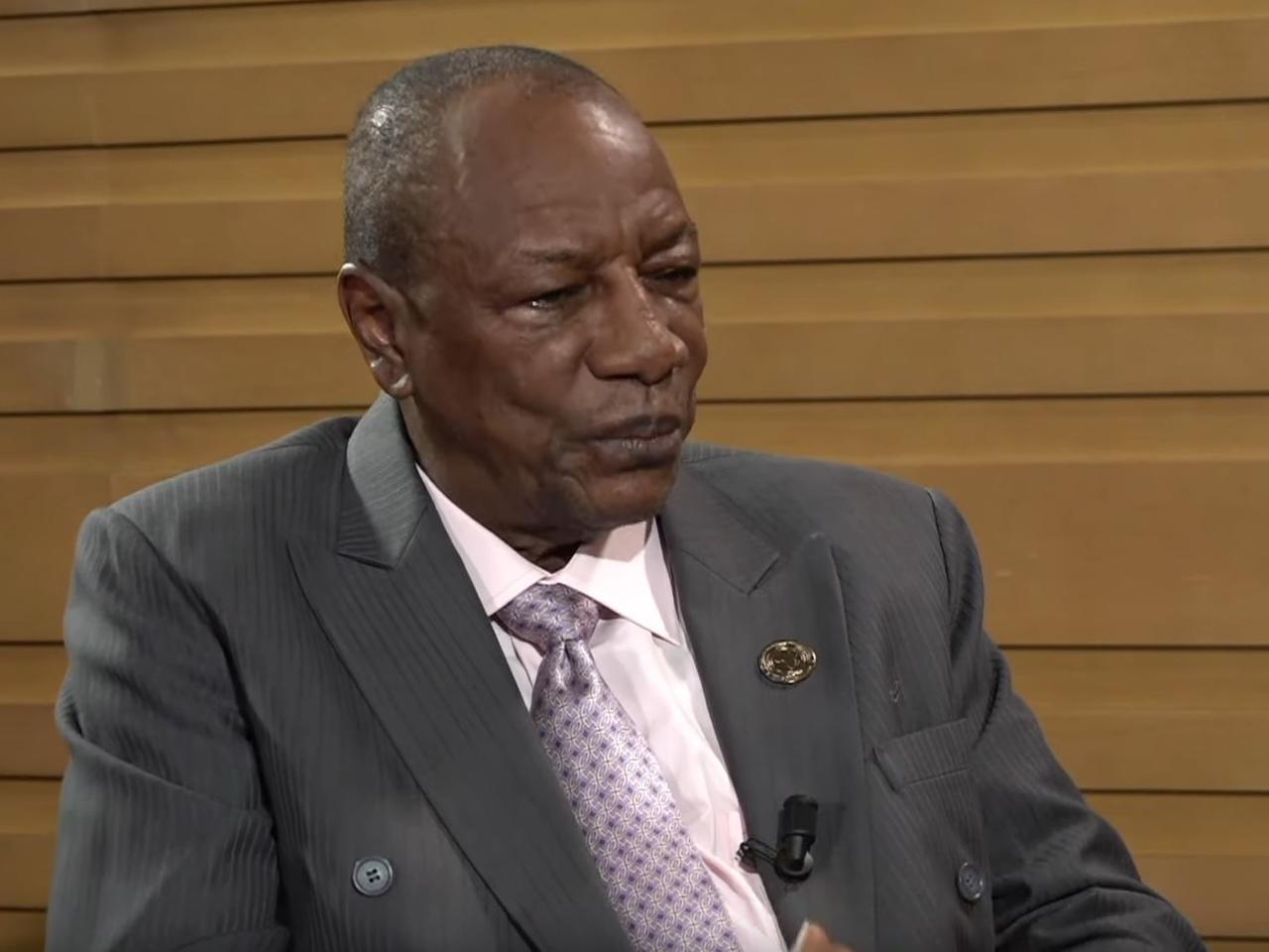Guinée: Condé suspend toutes les manifestations et convoque la Covid-19