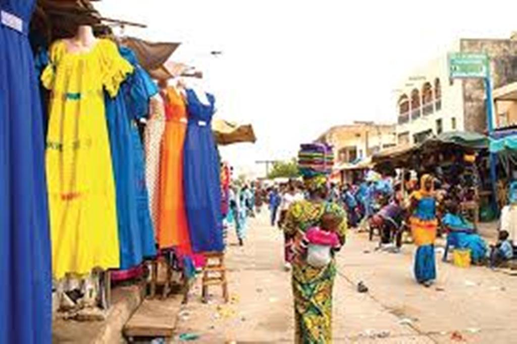 Marché HLM: les commerçants refusent de payer la taxe municipale et menacent de prendre les pirogues