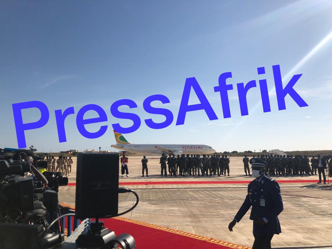 Hommage posthume à Pape Bouba Diop: Macky Sall arrive en retard à l'AIBD