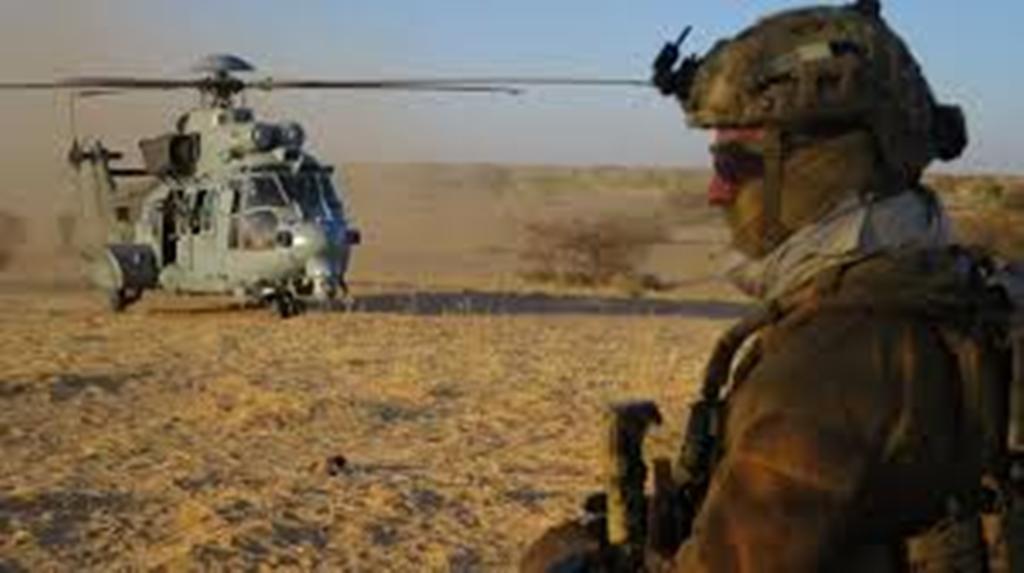 Le chef d'état-major des armées françaises à la rencontre des soldats de l'opération Barkhane