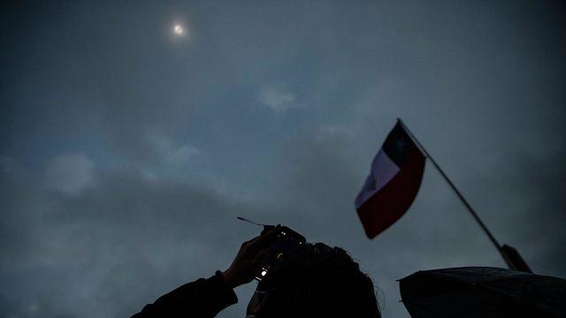 Éclipse totale du soleil : le sud du Chili et de l'Argentine plongés dans l'obscurité