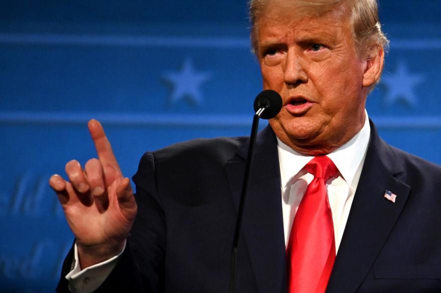 États-Unis: le président Trump ratifie le nouveau plan de relance de l'économie, le «shutdown» évité