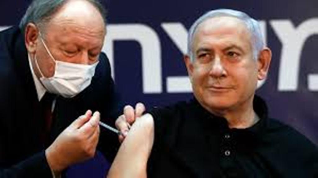 En Israël, une impressionnante campagne de vaccination teintée d'enjeux politiques