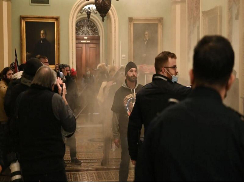 Le chaos à Washington: des manifestants pro-Trump entrent dans le Capitole