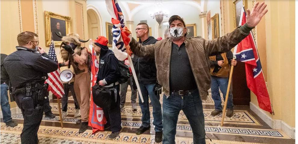 À Washington, quatre morts et 52 arrestations après l'intrusion des pro-Trump au Capitole