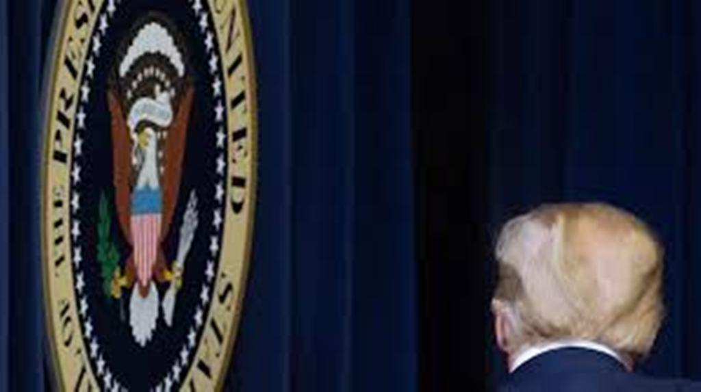 États-Unis: les défections continuent autour de Trump après les violences au Capitole