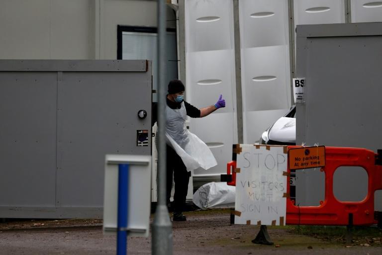 Covid-19 : le Royaume-Uni contraint de recourir à des morgues provisoires